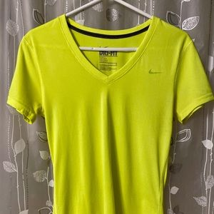 NIKE DRI-FIT SHORT SLEEVE WORKOUT TOP/ SIZE SM